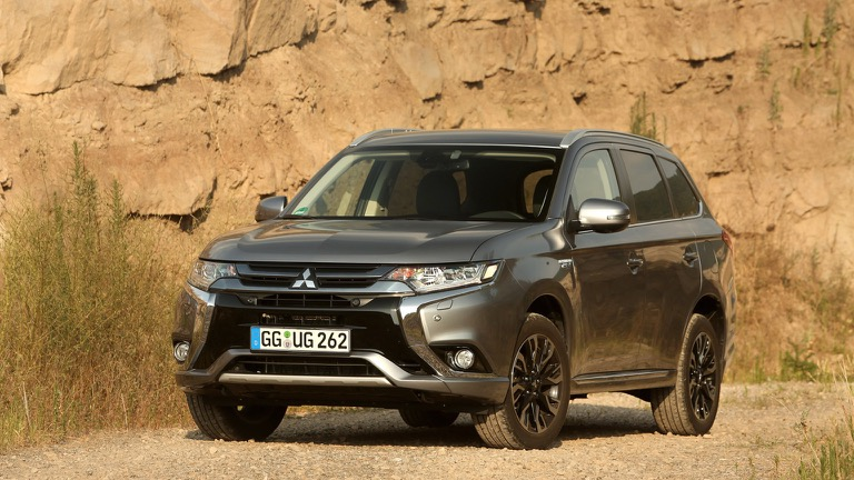 Mitsubishi Outlander PHEV (2015-2017) price and